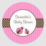 Rose et baby shower rayé de points de coccinelle adhésif rond