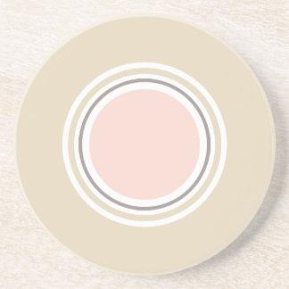 Rose et dessous de verre ronds beiges