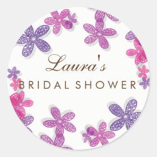 Rose floral et violette de douche nuptiale sticker rond