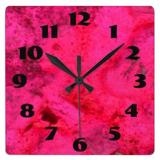 Rose foncé sur le rose horloge carrée
