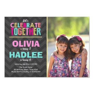 Rose jumeau commun de filles d'invitation de fête carton d'invitation  12,7 cm x 17,78 cm