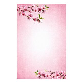 Rose rose de cru de fleurs de cerisier papier à lettre