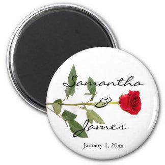 Rose rouge de longue tige élégante simple aimant