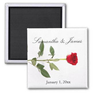 Rose rouge de longue tige simple élégante aimant