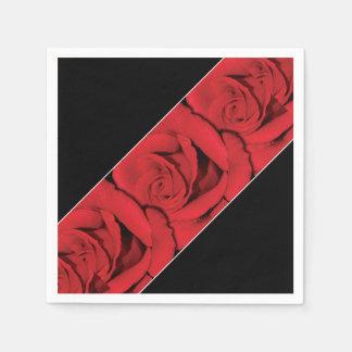 rose rouge épousant le blanc noir serviette jetable