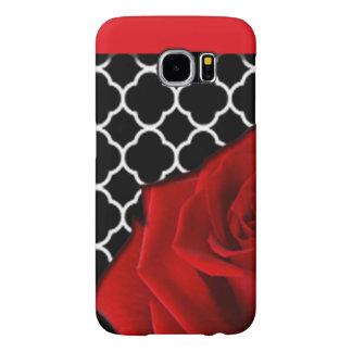 Rose rouge et motif de Quatrefoil