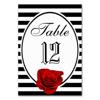 Rose rouge noir et rayures blanches épousant la