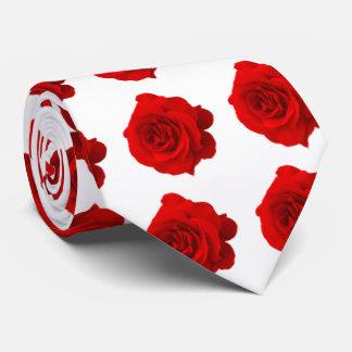 Rose rouge sur la cravate blanche