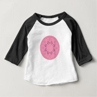 Rose tiré par la main de dessin original de t-shirt pour bébé