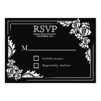 Roses de damassé noirs et blancs épousant des cartons d'invitation personnalisés