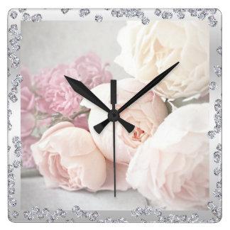 Roses et diamants romantiques horloge carrée