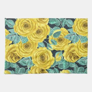 Roses jaunes d'aquarelle avec le patte de feuille linge de cuisine