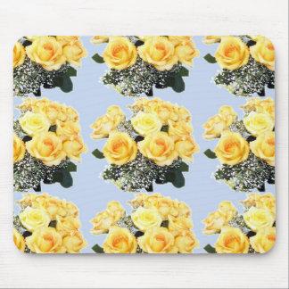 Roses jaunes épousant des articles tapis de souris