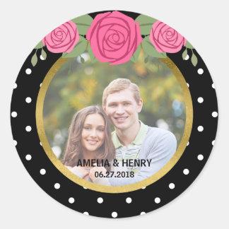 Roses noirs et blancs de rayures épousant la photo sticker rond