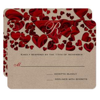 Roses noirs et rouges de coeur épousant des carton d'invitation 10,79 cm x 13,97 cm