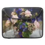 Roses roses et delphinium pourpre poche pour macbook pro