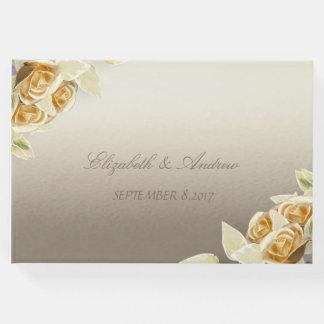 Roses simples élégants épousant le livre d'invité