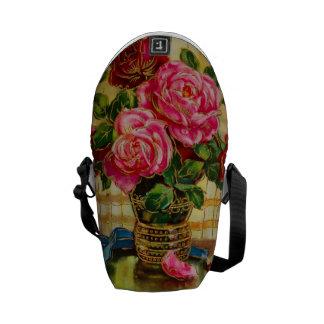 Roses vintages dans un vase sacoches