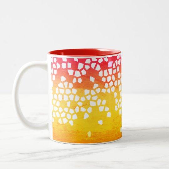 Rouge dans la tasse de mosaïque jaune