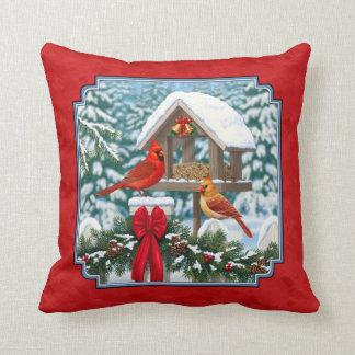Rouge de Birdfeeder de Noël de cardinaux Coussin