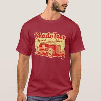 Rouge de magasin de vitesse d'arbre d'ombrage t-shirt