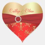Rouge et flocons de neige d'or épousant autocollant en cœur