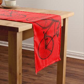 Rouge mignon de coureur de table de bicyclette de chemin de table long