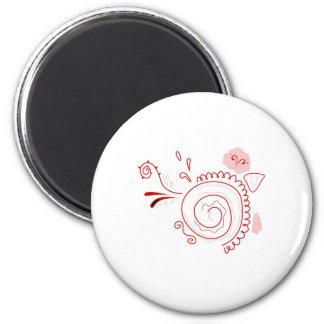 Rouge tiré par la main de henné de cerise sur le magnet rond 8 cm