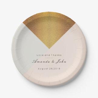 Rougissent le charme nuptiale en pastel d'or en assiettes en papier
