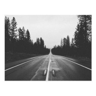Route en noir et blanc carte postale