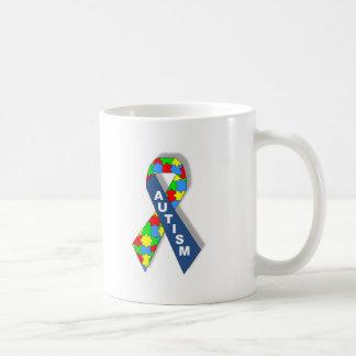Ruban coloré de sensibilisation sur l'autisme tasse à café