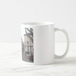 Rue pavée en cailloutis tasse à café