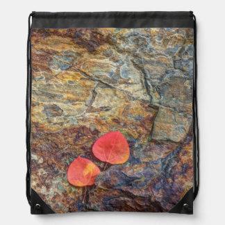 Sac Avec Cordons Feuille d'automne sur la roche, la Californie