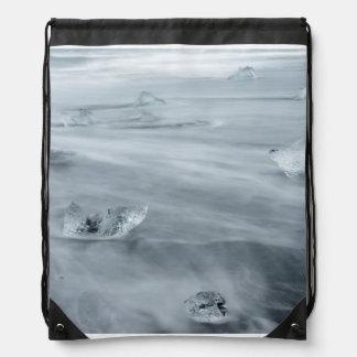 Sac Avec Cordons Glace et l'eau sur une plage, Islande
