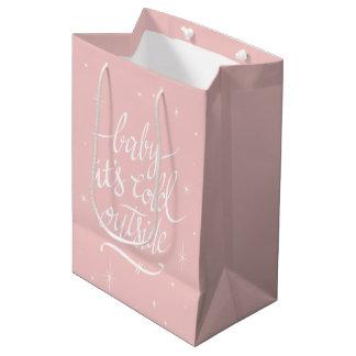 Sac Cadeau Moyen Bébé il fait froid dehors en quartz rose