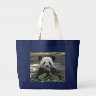 Sac fourre-tout à ours panda dans le noir