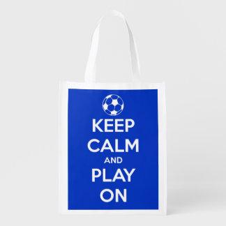Sac Réutilisable Gardez le calme et le jeu sur le football bleu et
