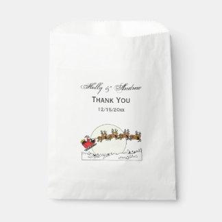 Sachets En Papier Le renne de Père Noël au-dessus de la neige a