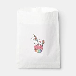 Sachets En Papier Licorne mignonne d'arc-en-ciel sur le petit gâteau