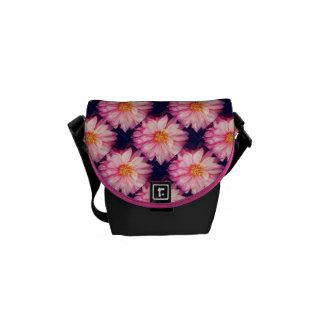 Sacoches Le dahlia rose fleurit le mini sac messenger