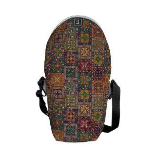 Sacoches Patchwork vintage avec les éléments floraux de