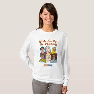 Saisissez la fin de support par le long T-shirt de