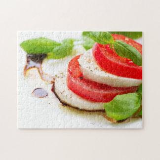 Salade de Caprese. Tranches de tomate et de mozzar Puzzle