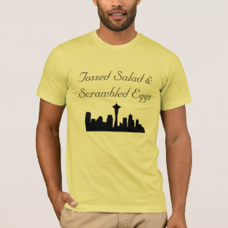 Salade jetée en l'air et T-shirt d'oeufs brouillés