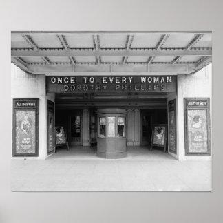 Salle de cinéma de Rialto, 1920. Photo vintage Posters