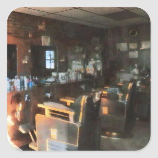 Salon de coiffure avec Sun coulant par la fenêtre Autocollant Carré