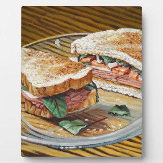 Sandwich à jambon, à salami et à fromage plaque photo