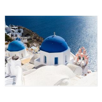 Santorini - église voûtée bleue à la carte postale