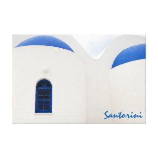 Santorini - une petite église blanche avec les toile