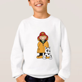 Sapeur-pompier de fille avec des T-shirts et des